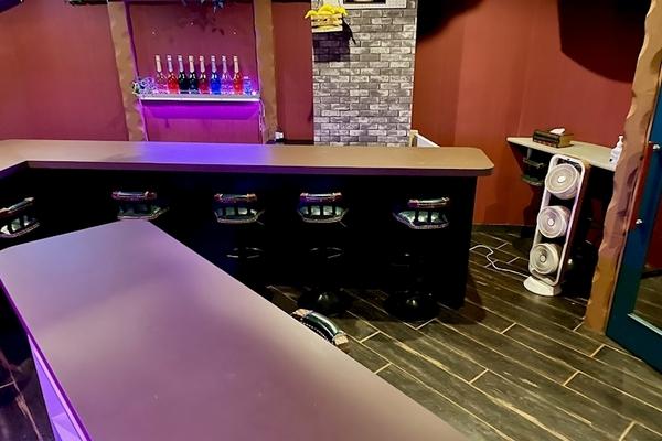 Girls Bar Shirley