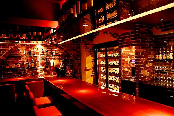 Girl's Wine Bar Maison des Six Arbres