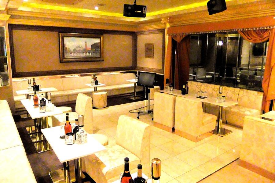 New Lounge ROMANESQUE